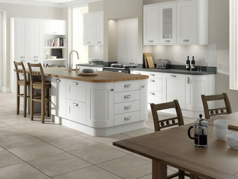 White shaker kitchen doors for a kitchen makeover